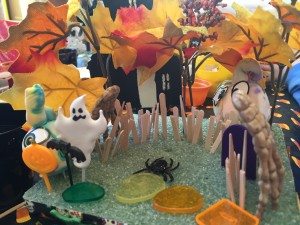 A Great 3D Halloween Scene w. fence