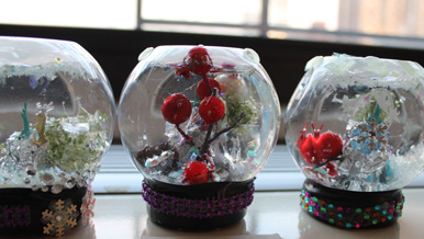 TN-closeup of our snowglobes